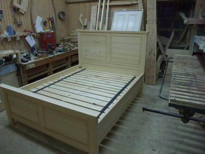 Dvigulė medinė lova
